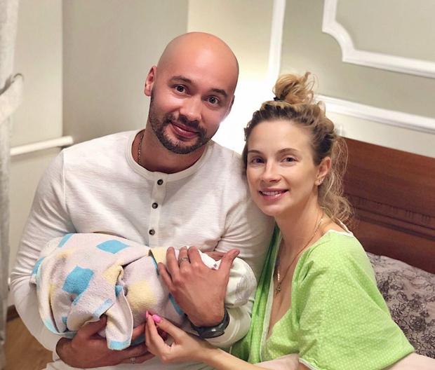 Фото №45 - Беби-бум: 105 звезд, которые стали родителями в 2020 году