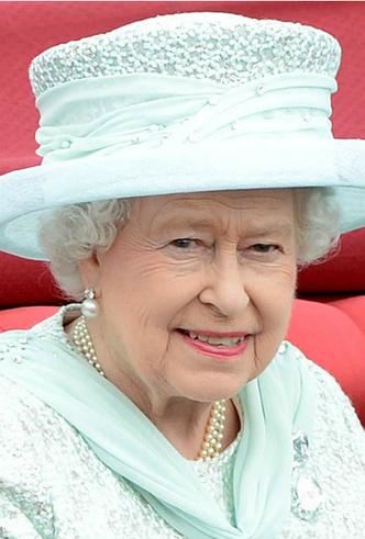 Фото №4 - Сколько стоит самое дорогое украшение королевы Елизаветы