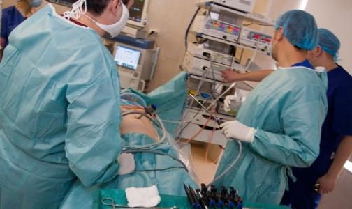 Фото №1 - Российские хирурги вытащили из кишечника ребенка полуметровый ком волос