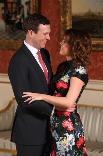 Фото №5 - 6 знаковых различий в помолвочных фото принцессы Евгении с Джеком и принца Гарри с Меган