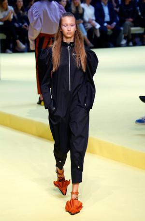 Фото №19 - Единое целое: как носить модные комбинезоны