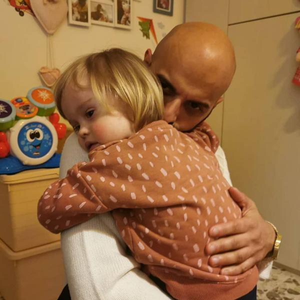 Фото №1 - От малышки отказались 20 семей— ее удочерил отец-одиночка