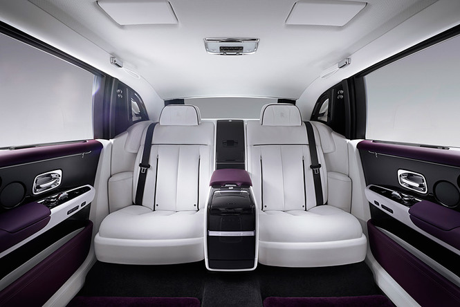 Фото №12 - Rolls-Royce Phantom VIII: представлен самый роскошный автомобиль от начала времен