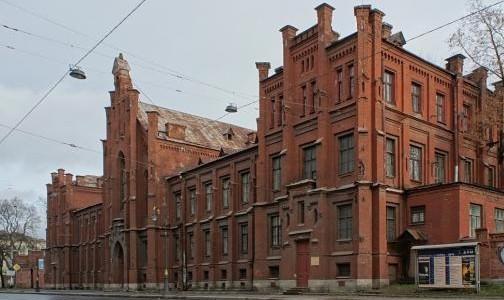 Фото №1 - Петербургский НИИ фтизиопульмонологии снова принимает пациентов с ковидом на Лиговском проспекте
