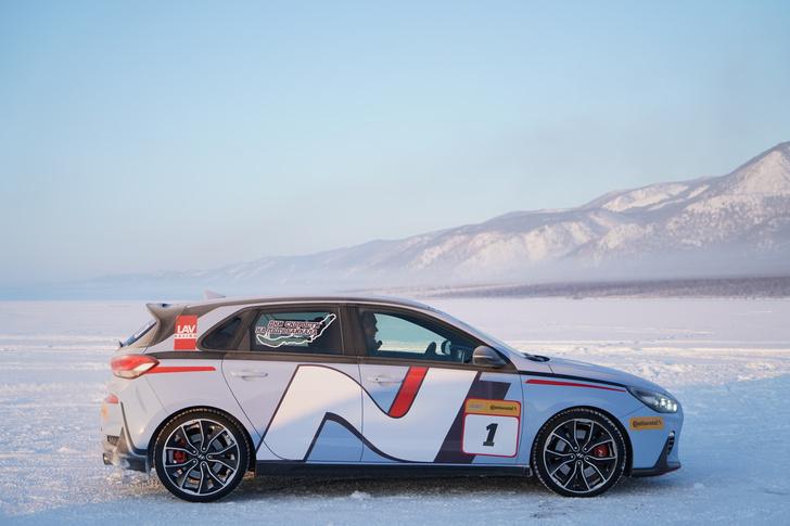 Фото №1 - Hyundai i30 N: отжигает на льду Байкала