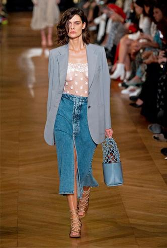 Фото №4 - Асимметрия, деним и карго: самые модные юбки лета 2020