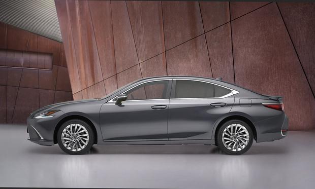 Фото №5 - Lexus презентовали обновленный бизнес-седан Lexus ES