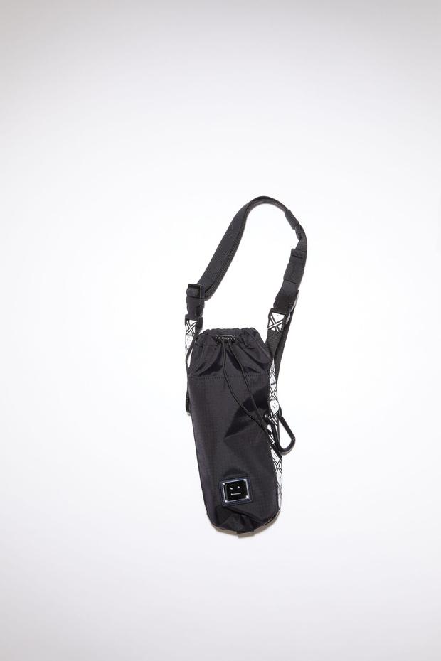 Фото №6 - Фэшн-гидратация: 15 бутылок и сумок для них, которые захочется носить каждый день