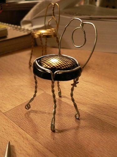 Фото №6 - Как сделать стульчик из пробки и проволочки от шампанского
