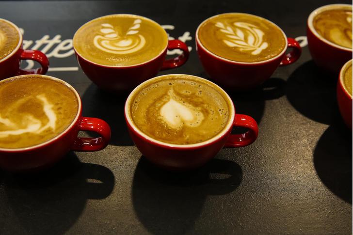 Фото №1 - Шесть чашек кофе в день продлевают жизнь
