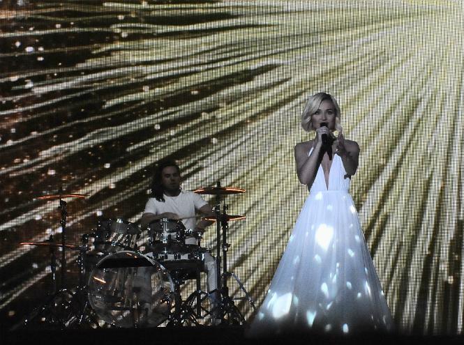 Фото №2 - Полина Гагарина заняла второе место на «Евровидении-2015»