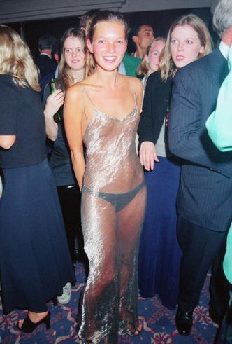 Фото №18 - От Дианы до Рианны: самые скандальные платья в истории моды