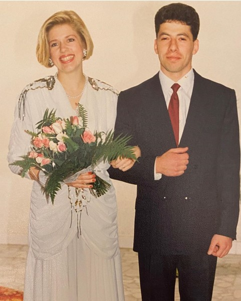 Фото №2 - «Я тебя боготворю»: ресторатор Новиков показал архивные фото с женой в честь жемчужной свадьбы