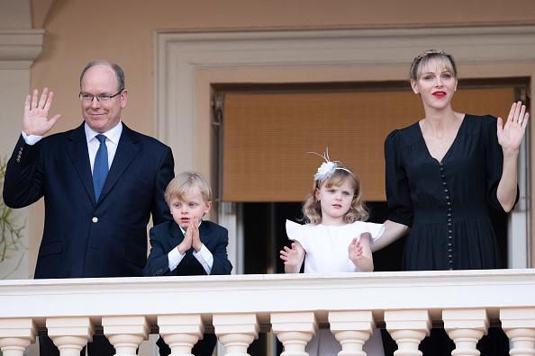 Фото №3 - Редкая челка и ярко-красная помада: новый образ принцессы Монако Шарлен