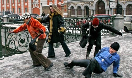 Фото №1 - 151 петербуржец получил травмы из-за гололеда на новогодних каникулах