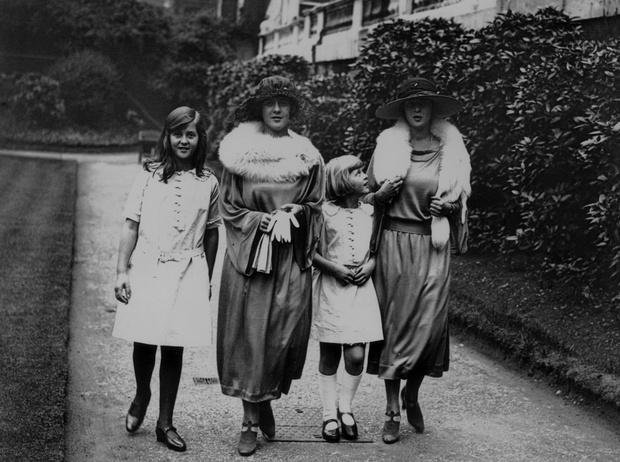 Фото №7 - Принц Филипп и его семья: как тяжелое детство сформировало характер супруга Елизаветы II