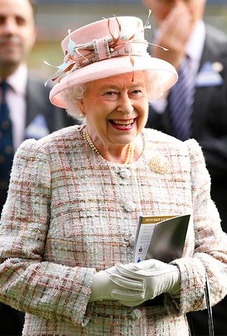 Фото №31 - Делайте ставки, господа: шляпки Королевы на Royal Ascot