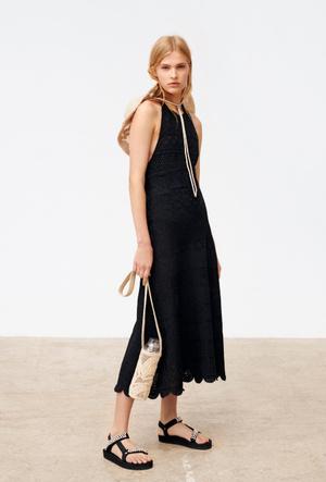 Фото №3 - Домашний дресс-код: стильные платья Maje для онлайн-вечеринки