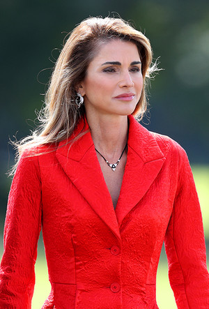 Фото №11 - Дивный Восток: 10 лучших выходов иорданской королевы Рании за 2017 год