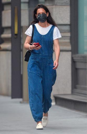 Фото №1 - Комбинезоны снова в моде. Кэти Холмс показывает, какой выбрать и с чем носить