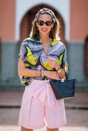 Фото №17 - Как носить шелковые платки: 10 самых простых и стильных способов