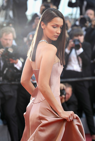 Фото №4 - Модные Канны-2018: лучшие звездные образы четвертого дня кинофестиваля