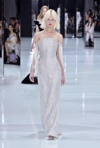 Фото №2 - 35 идей свадебных платьев с подиумов Недели высокой моды в Париже