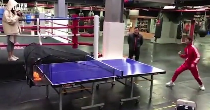 Фото №1 - Китаец поставил мировой рекорд игры в пинг-понг нунчаками (видео)