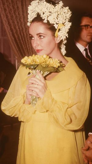 Фото №10 - Привычка жениться: 8 свадебных платьев и 7 мужей Элизабет Тейлор