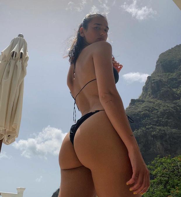 Фото №3 - Не надо стесняться: Дуа Липа в миниатюрном бикини на отдыхе в Сент-Люсии