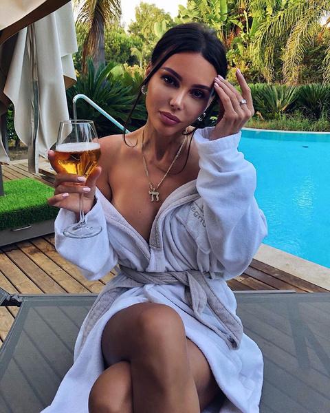 Оксана Самойлова в одном банном халате обнажила грудь, последние новости, Самойлова и Джиган
