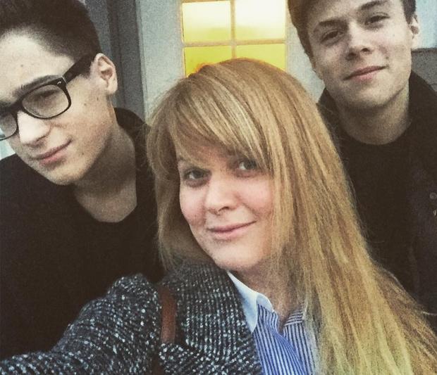 Фото №1 - Похож на Алена Делона: старший сын Анны Михалковой отрастил волосы и стал невероятным красавчиком