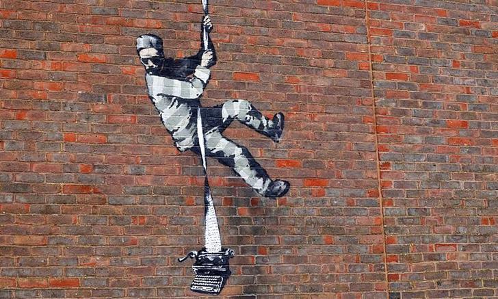 Фото №1 - Граффити в стиле Бэнкси появилось на стене бывшей тюрьмы в пригороде Лондона