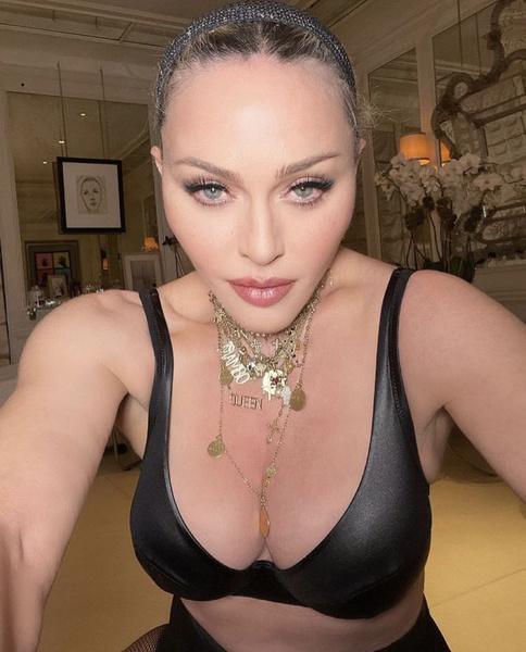 Фото №5 - «Лисьи глазки» и диета «Инь и Ян»: как Мадонна увлеклась пластикой и стала выглядеть героиней аниме