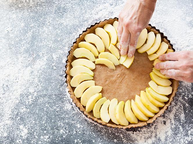 Фото №2 - Как приготовить нежный яблочный пирог
