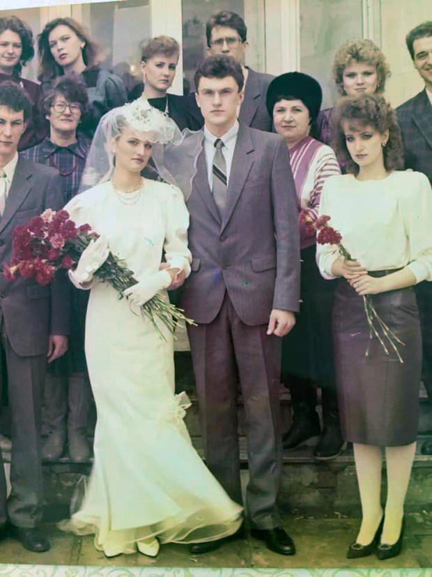 Фото №1 - Платья из «Бурды», пышная фата, 3 гвоздики в руках: как выходили замуж наши мамы