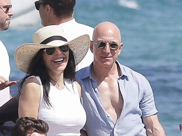Фото №3 - Самый богатый человек мира впервые вышел в свет вместе с новой возлюбленной