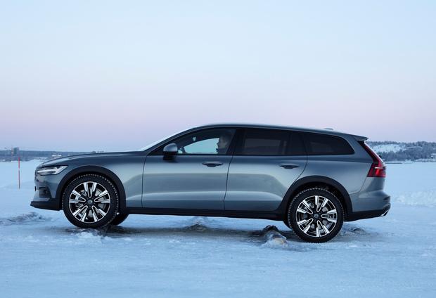 Фото №2 - Volvo V60 Cross Country: один автомобиль чтобы править всеми