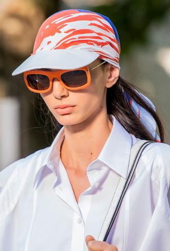 Фото №19 - Шляпы, панамы и кепки: модные головные уборы для лета 2020