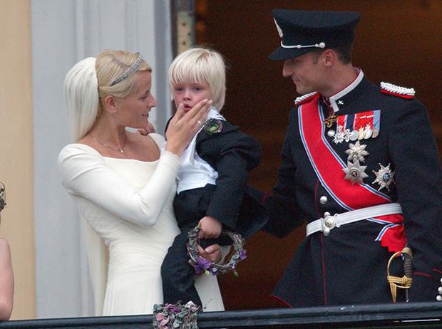 Фото №74 - Самые трогательные моменты королевских свадеб (о Гарри и Меган мы тоже не забыли)