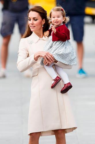 Фото №6 - Почему Кейт носит старые наряды, а Меган покупает новые