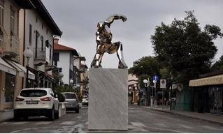 В Италии установили четырехметровый памятник Тони Старку (фото)
