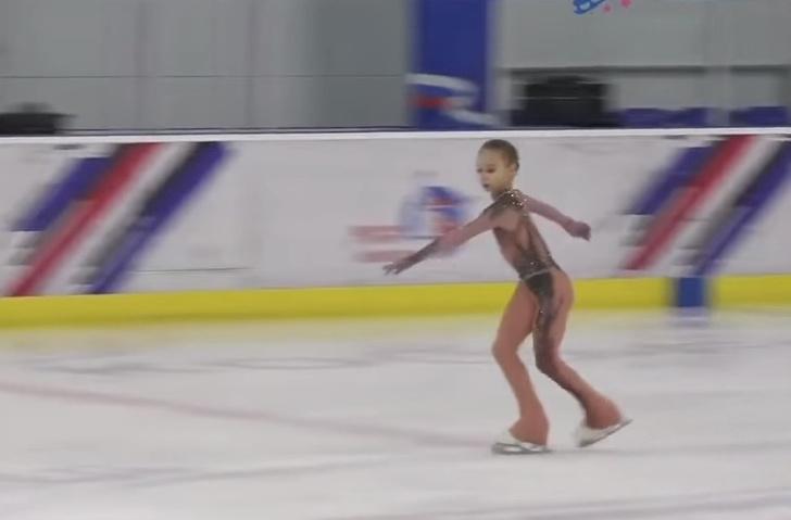 Фото №1 - Впервые в истории 11-летняя фигуристка официально прыгнула четверной. Это наша Вероника Жилина (видео)
