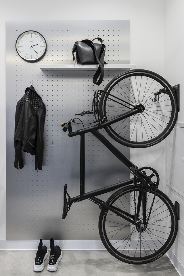 Перфорированная панель из нержавеющей стали выполнена по чертежам дизайнера. Велосипед, Schindelhauer.