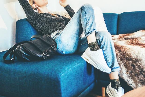 Фото №1 - Дырявые носки, халат и другие вещи, в которых стыдно ходить даже по дому
