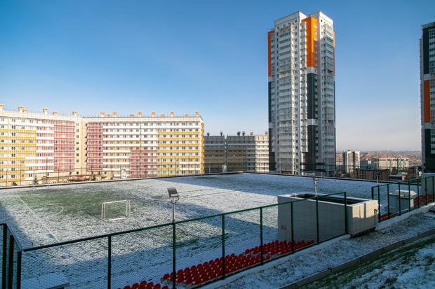 Свежие кампусы СФУ возвышаются над соседними зданиями, и над остальным Красноярском— корпуса находятся на горе