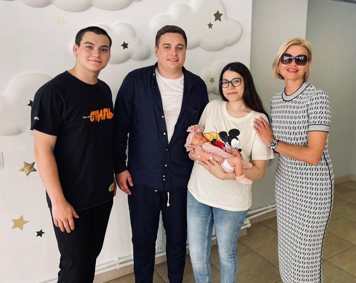 Фото №2 - Вдова Михаила Круга впервые стала бабушкой и показала внучку: фото