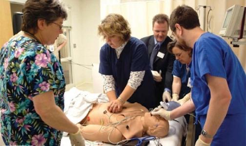 Фото №1 - Специалисты Красного креста объясняют, как спасти человеку жизнь