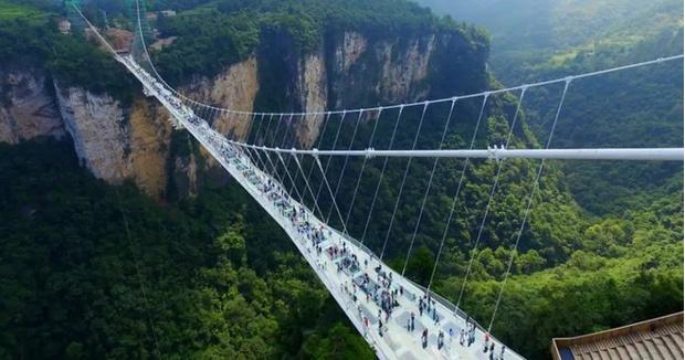 Фото №2 - В Китае открыли самый большой в мире стеклянный мост, и выглядит он грандиозно (фото и видео)
