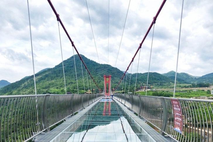 Фото №4 - В Китае открыли самый большой в мире стеклянный мост, и выглядит он грандиозно (фото и видео)